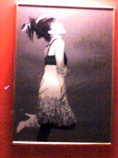ブルーノート東京の表にあった上原ひろみのサイン入り写真